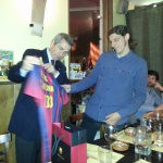 Pau Vilanova, chief director of the Social Commission, handing a shirt signed by all players to the hosts, PB Amsterdam